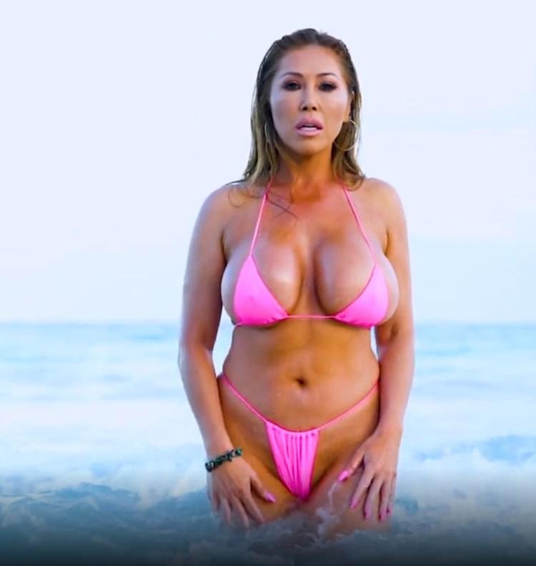 OnlyFans: Kianna Dior - Tulum Pink Bikini Titfuck [FullHD 1080p] (1.32 GB)